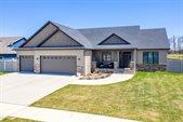 5760 E Prairiewood Drive, Grand Forks, ND 58201
