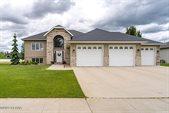 5570 W. Prairiewood Drive, Grand Forks, ND 58201