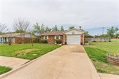 705 None Woods Dr, Noble, OK 73068