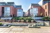 1716 NW Riverscape St, Portland, OR 97209