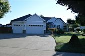 19435 Orchard Grove Dr, Oregon City, OR 97045