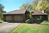 1098 River Forest Dr, Freeport, PA 16229