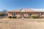 31 West Townhouse Lane, Grand Prairie, TX 75052