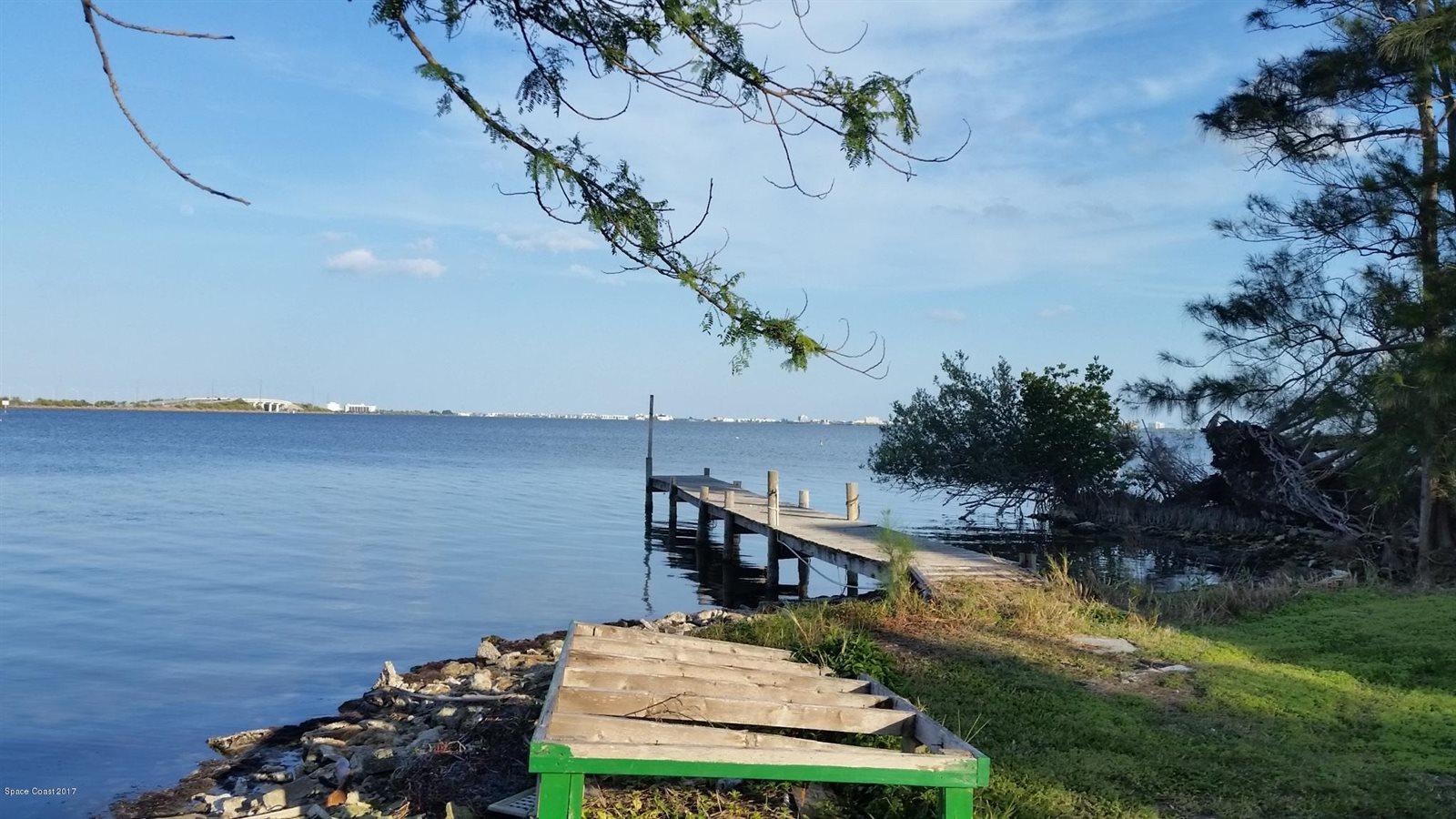 160 South Banana River Drive, Merritt Island, FL 32952