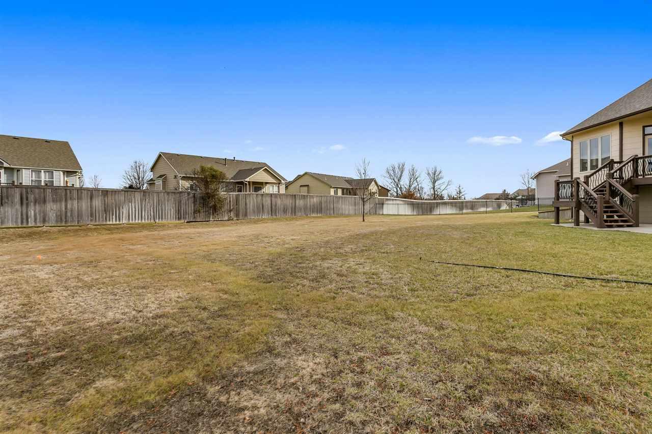 2220 N Loch Lomond Ct, Wichita, KS 67228